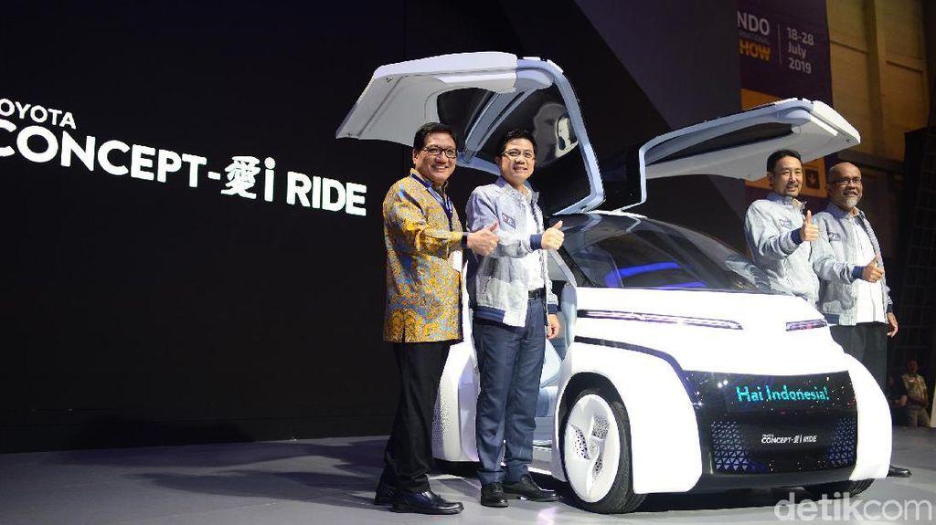 Meneropong Masa Depan dari Mobil Futuristik Toyota