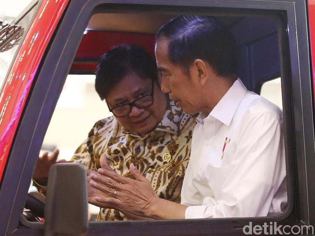 Di GIIAS 2018, Jokowi Cicipi Mobil Desa