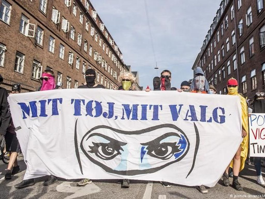 Video: Niqab Dilarang di Denmark, Ribuan Warga Turun ke Jalan!
