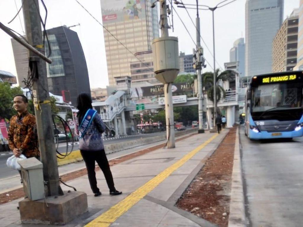 Jalur Khusus Disabilitas Kini Ada di Halte TransJ Sarinah dan BI
