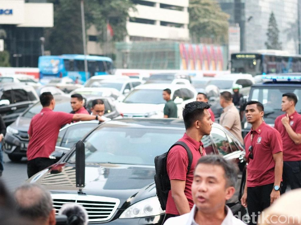 Jokowi-Anies Semobil Usai Tinjau Revitalisasi Trotoar Jl Sudirman