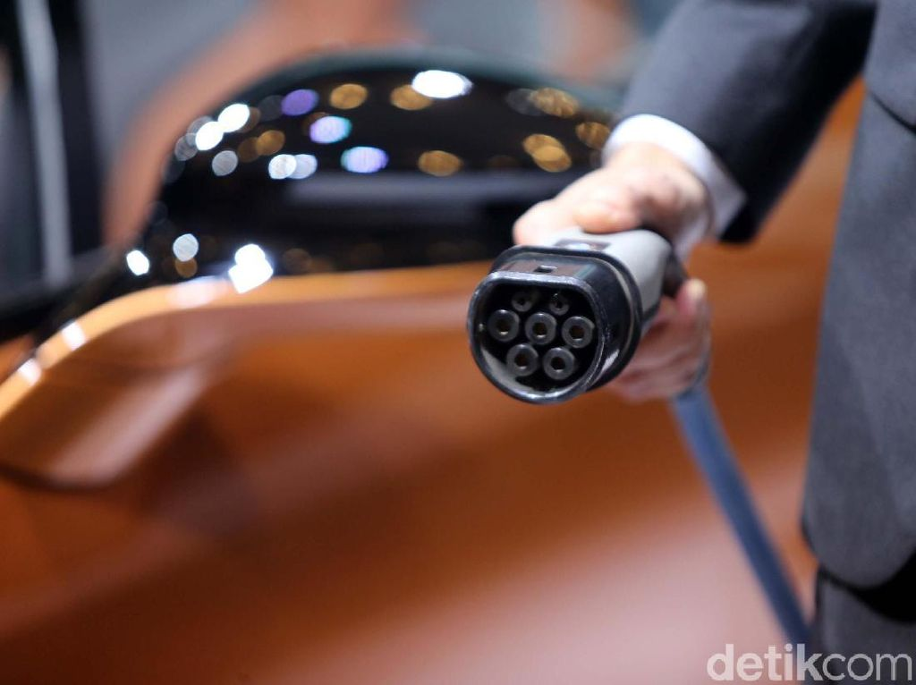 BMW Tak Nambah Tempat Ngecas Mobil Listrik di Indonesia?