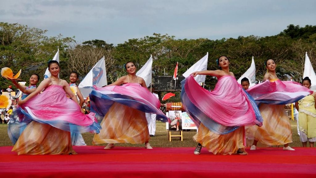 Begini Keseruan Parade Polewali Mandar Internasional Folk Art Festival