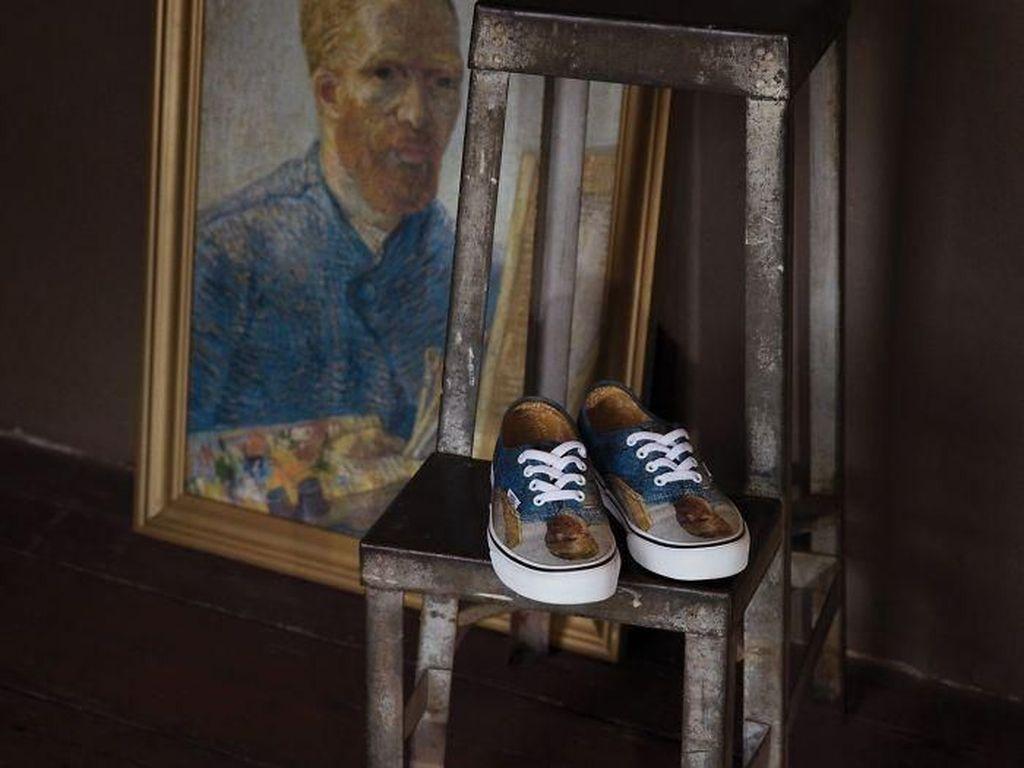 Foto: Unik, Vans Rilis Koleksi Sneakers Bergambar Lukisan Van Gogh