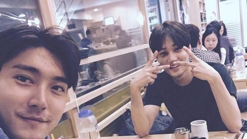 Mengintip Kai EXO Saat Makan Bareng Siwon Hingga Cicip Es Krim