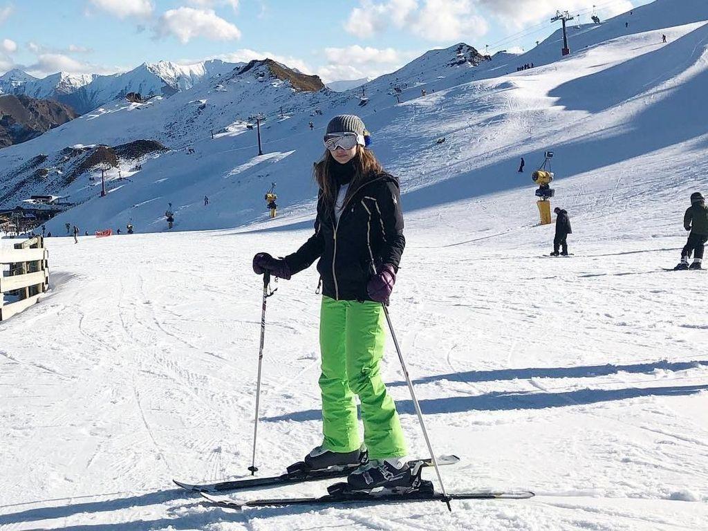 Liburan ke Selandia Baru, Nia Ramadhani Main Ski di Sini