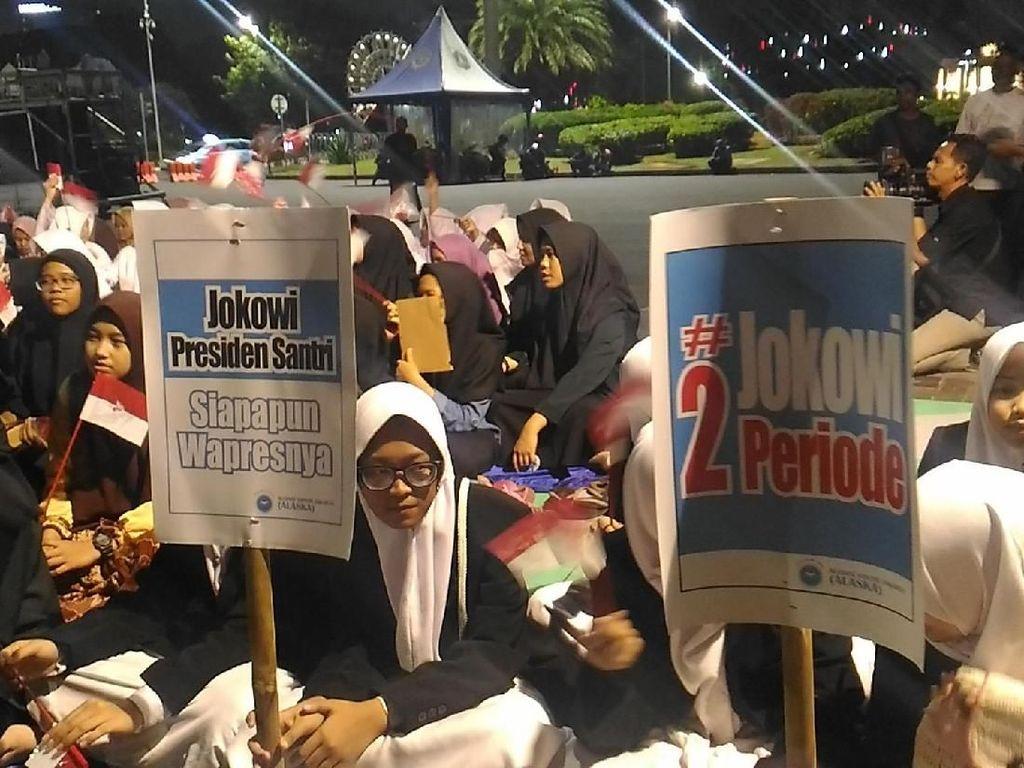 Santri Alaska Doa Bersama di Depan Istana Dukung Jokowi 2 Periode