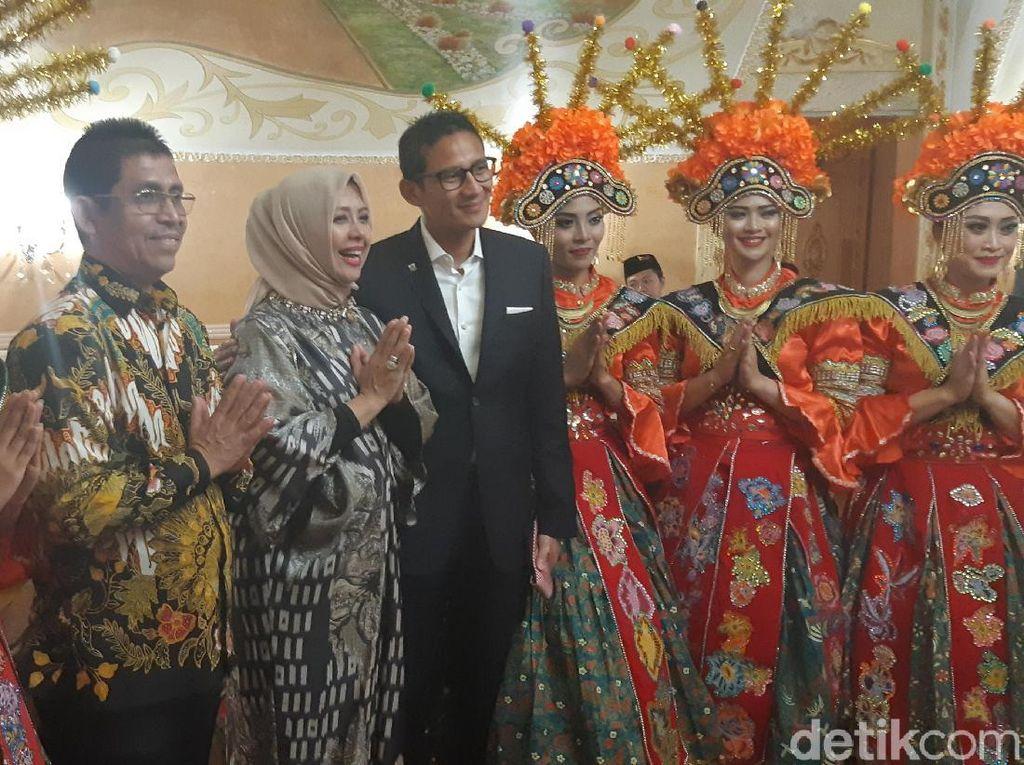 Hadiri Jakarta Cultural Night, Sandiaga Dihibur Lenggok Gonjreng