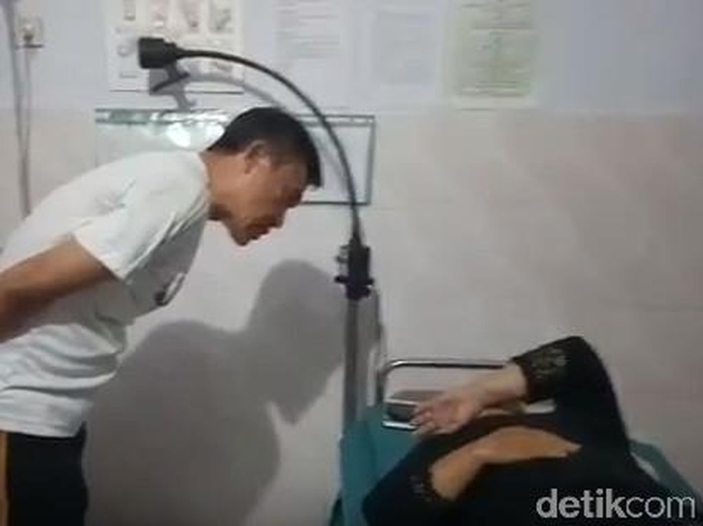 Mengeluh Sakit, Lurah di Banyuwangi Ini Dilarikan ke Rumah Sakit