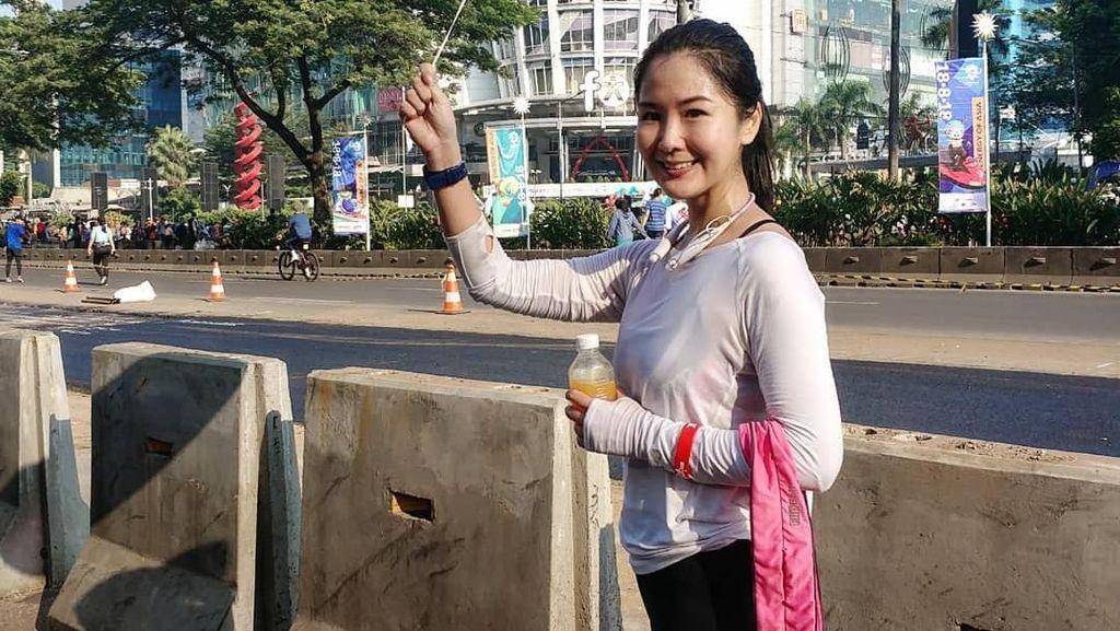 Basah Berkeringat Usai Olahraga, Manajer PSSI Liana Tasno Tetap Cantik