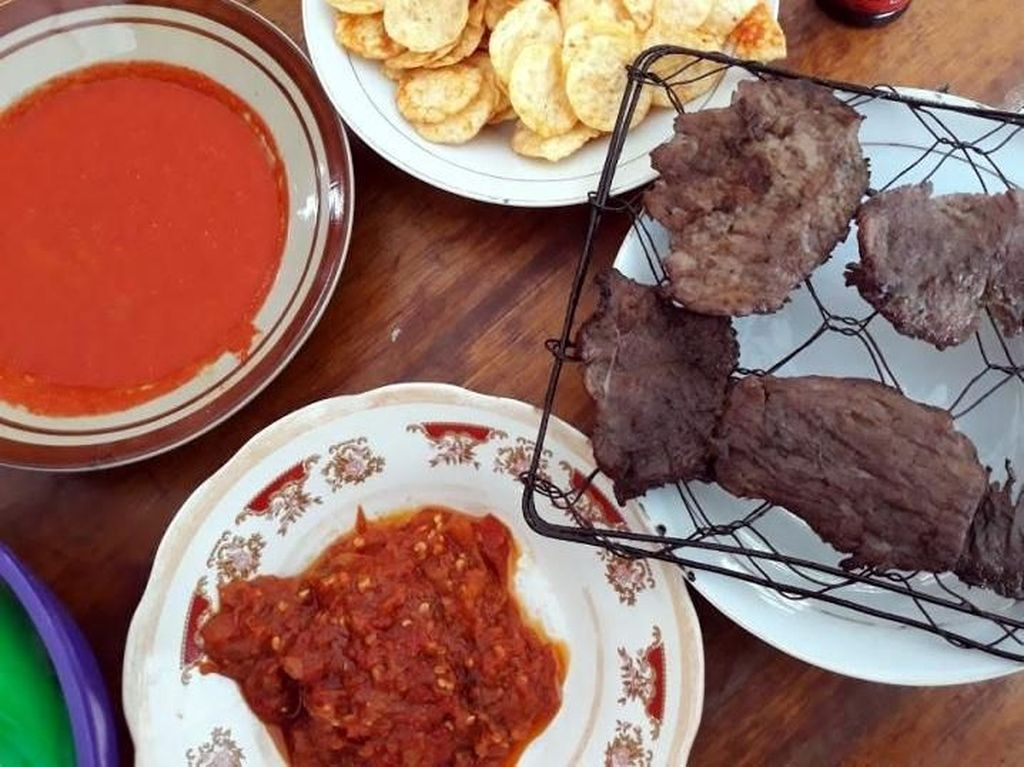 Siang-siang, Enaknya Wisata Kuliner Dendeng Batokok di Jambi