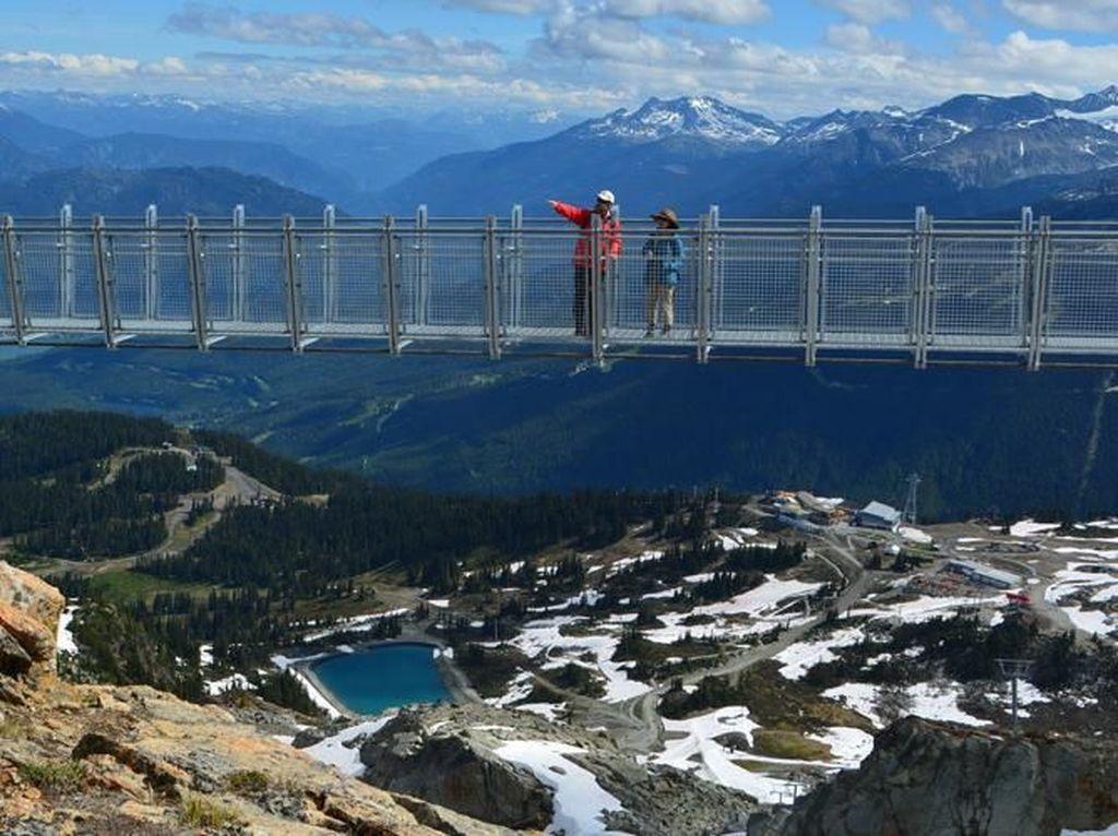Berani Naik Jembatan Gantung Setinggi 2.000 Meter Ini?