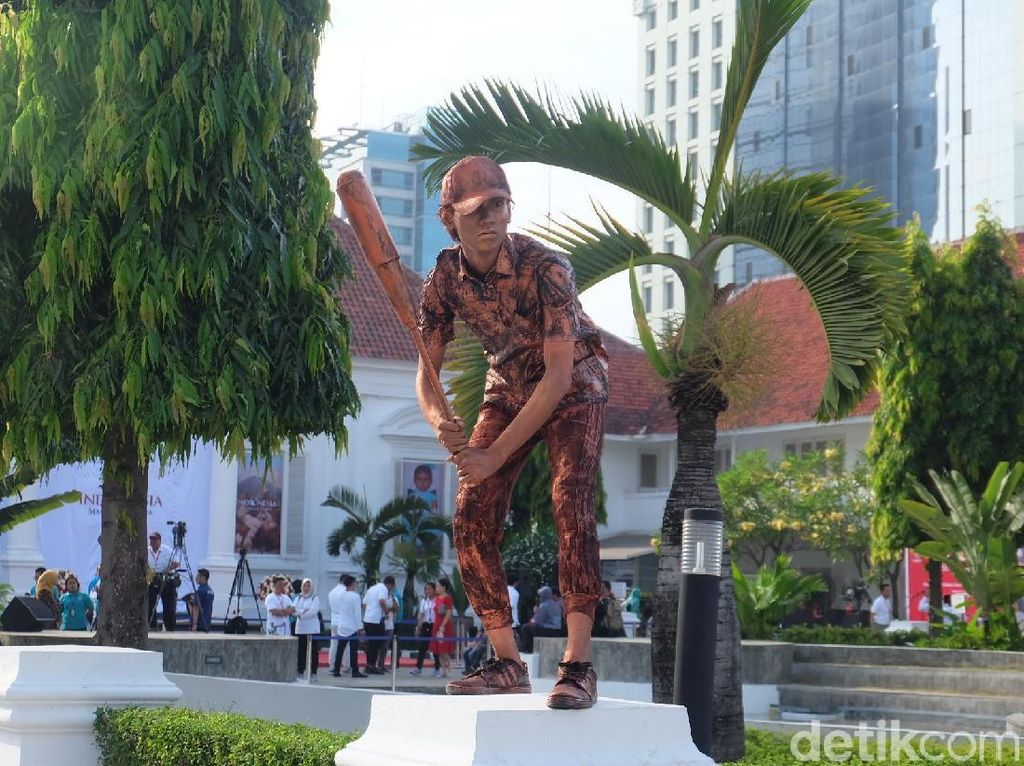 Manusia Patung Meriahkan Pembukaan Pameran Koleksi Istana Kepresidenan