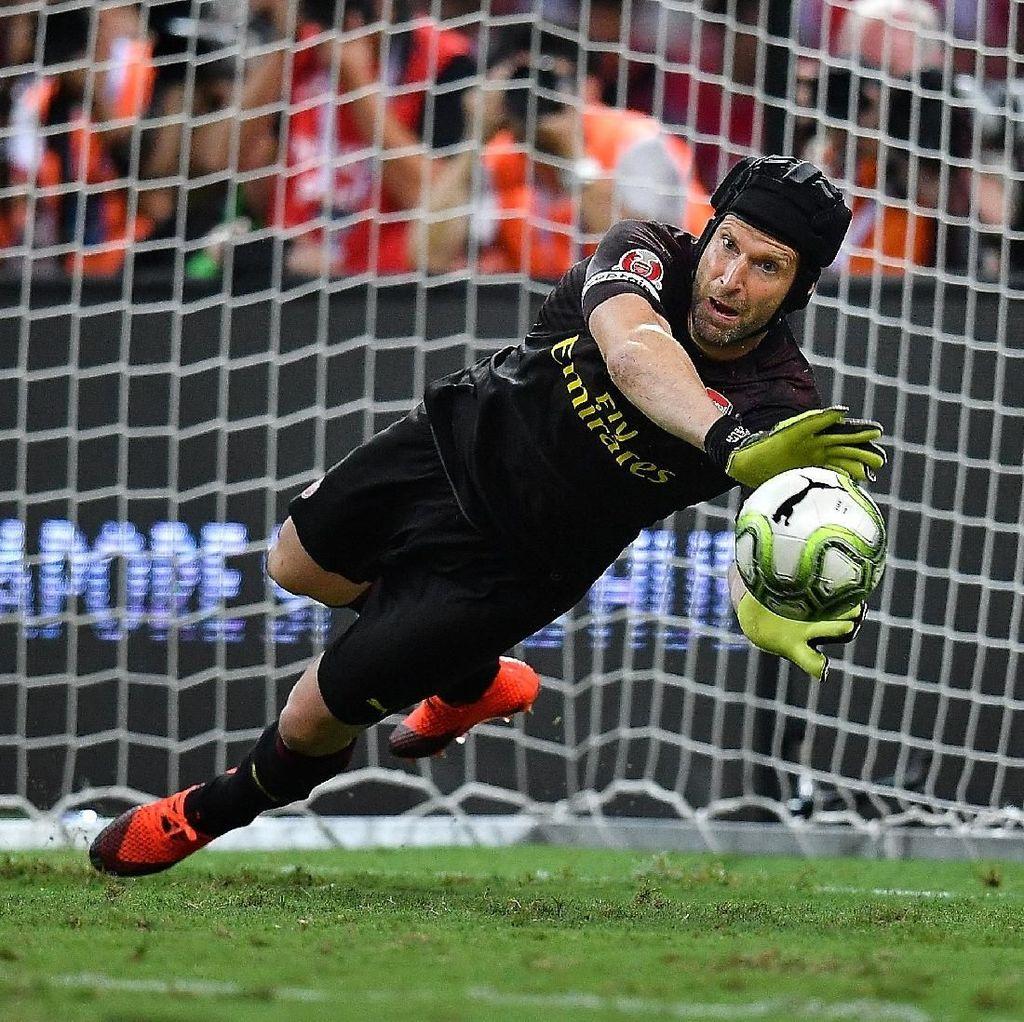 Leno Ingin Nomor 1 di Arsenal? Langkahi Dulu Petr Cech