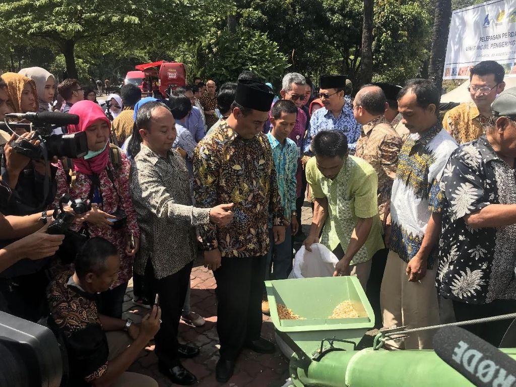 Bantu Petani, Mentan Kirim Mesin Pengering Jagung ke Lampung