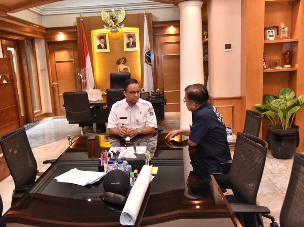 Foto: Kemesraan JK-Anies Tinjau Kali Item hingga ke Balai Kota