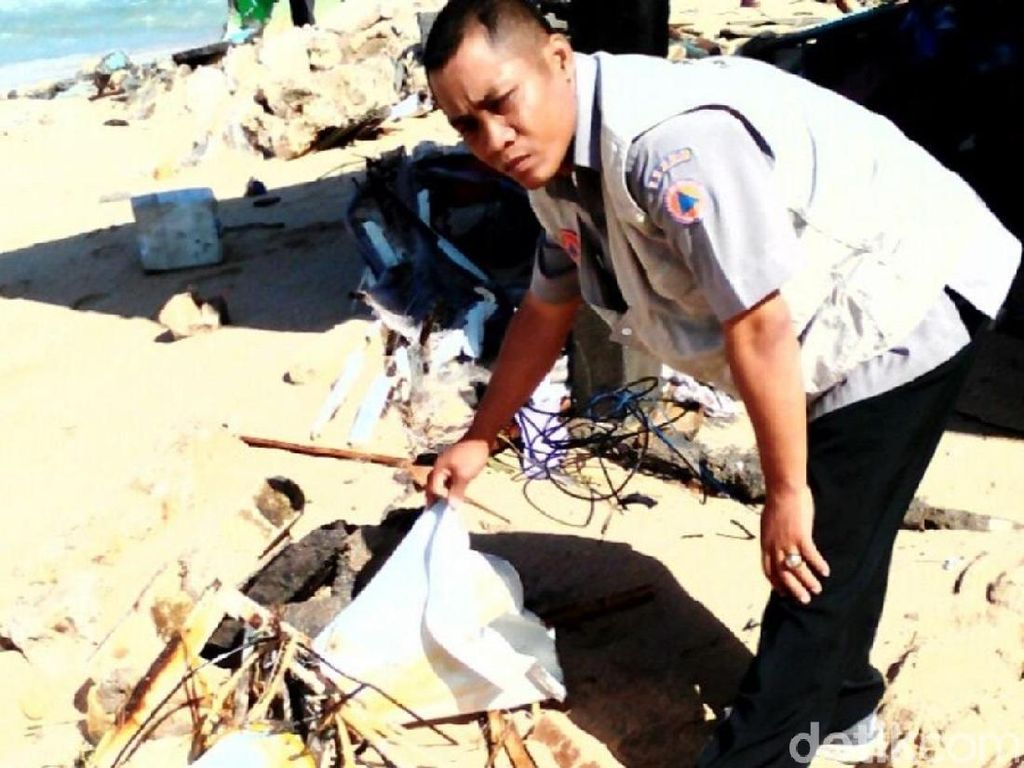 7 EWS di Pantai Gunungkidul Rusak Diterjang Gelombang