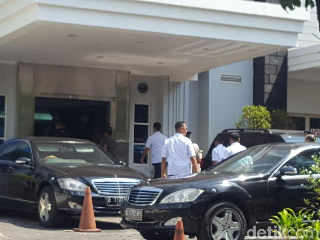 Kembali Jenguk Cucu, Jokowi Datangi RS YPK Menteng
