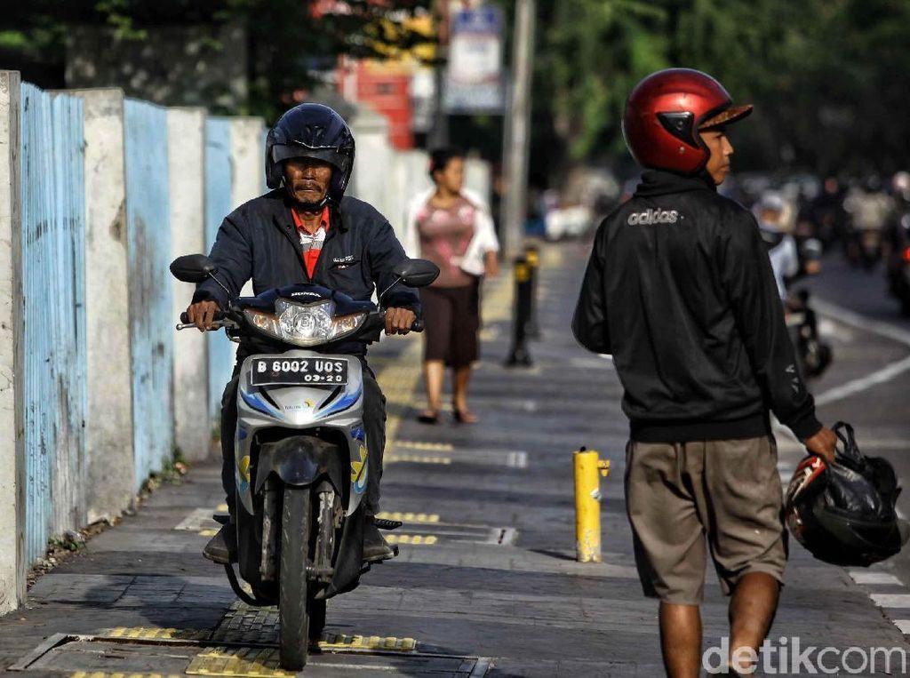 Netizen Geram Pejalan Kaki Dipukul Pemotor