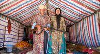 Sepasang warga Qashqai (Pascal Mannaerts/BBC Travel)