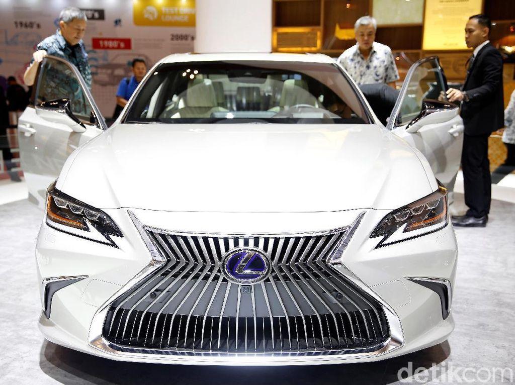 Wow! Booth Lexus Habiskan Rp 15 Miliar, Apa Saja Isinya?