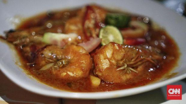Beragam menu di restoran boga bahari di kawasan Cimaja, Pelabuhan Ratu, Jawa Barat.