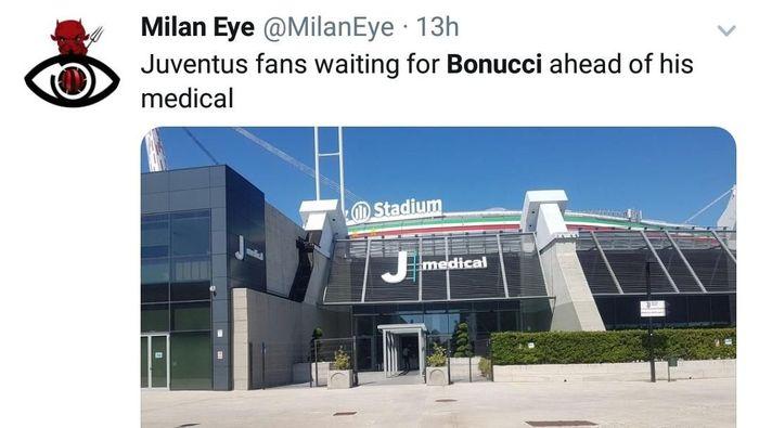 Juventus dan Milan sudah menyepakati transfer Bonucci. Tanda-tanda fans Juve masih marah dengannya terlihat ketika tidak ada seorang pun yang menantinya saat menjalani tes medis . Fans disebut masih kesal karena musim lalu Bonucci memilih hengkang ke klub rival. (Foto: Twitter @MilanEye)