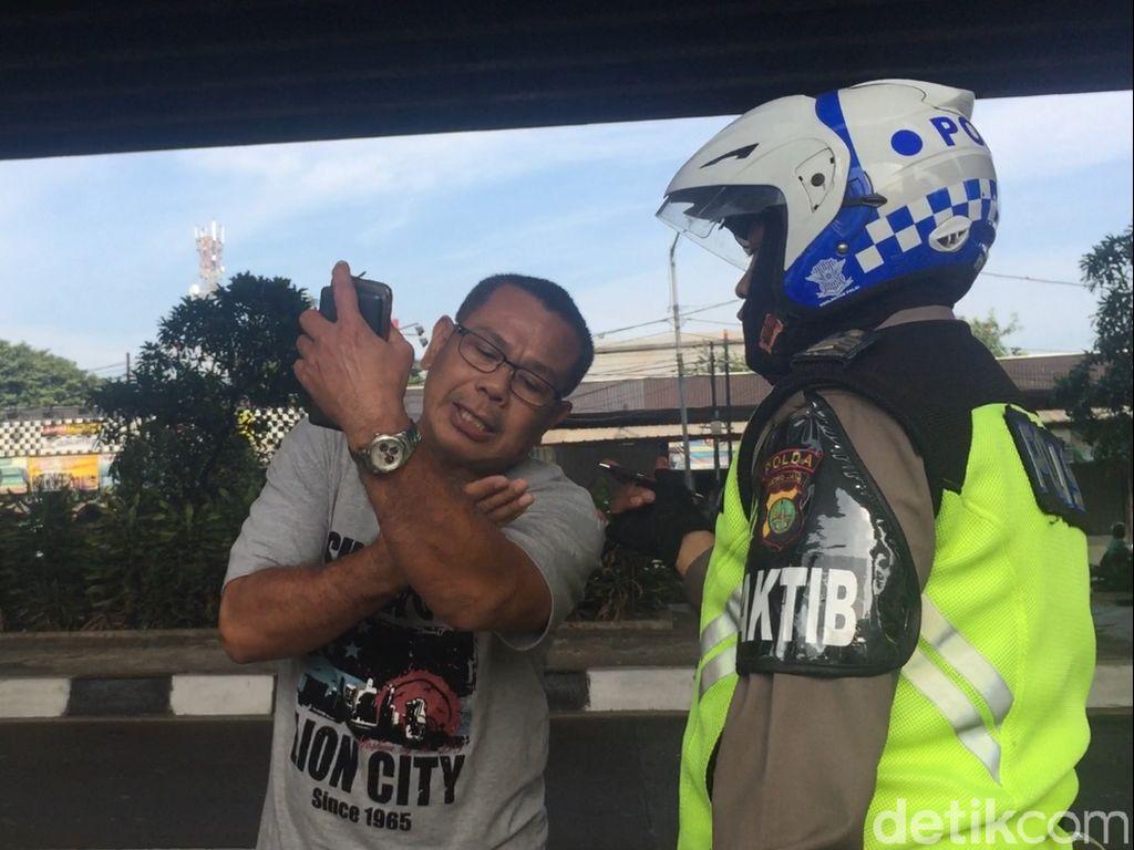 Menolak Ditilang, Pelanggar Ganjil-Genap Ini Ngamuk ke Polisi