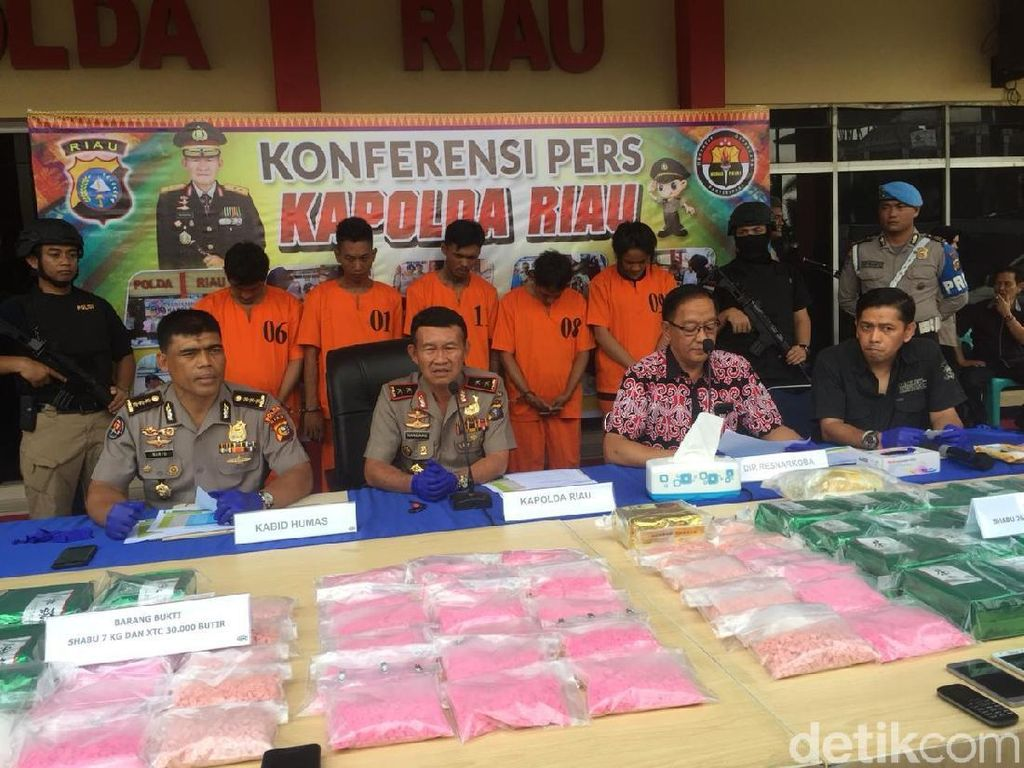 Polda Riau Amankan 33 Kg Sabu dan 42 Ribu Butir Ekstasi