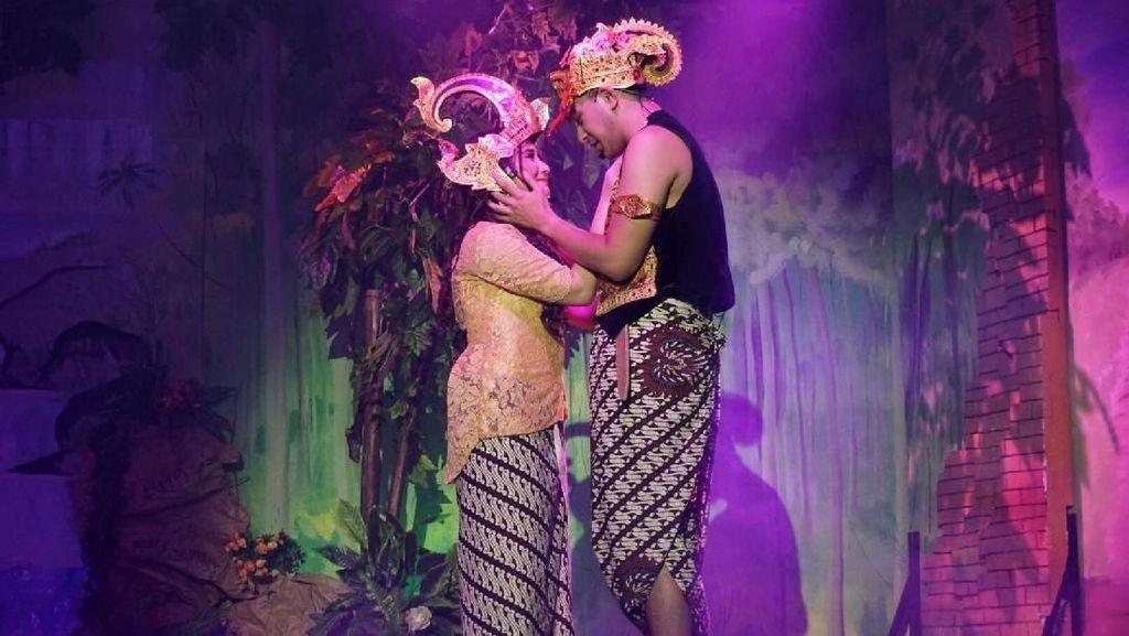 Prilly dan Irsyad Beradu Akting di Teater Ratu Sekartaji