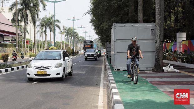 Gowesan Cemas Pekerja di Jalur Sepeda Jakarta
