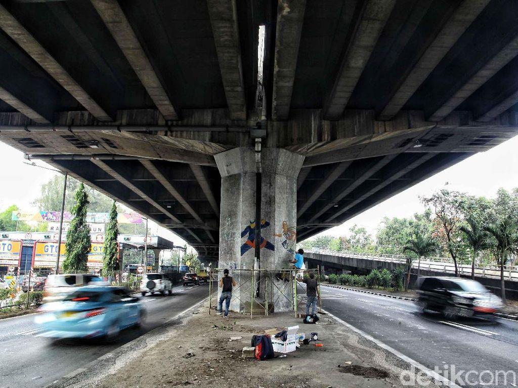 73 Seniman Dikerahkan untuk Beautifikasi Mural Tiang Tol Rawamangun