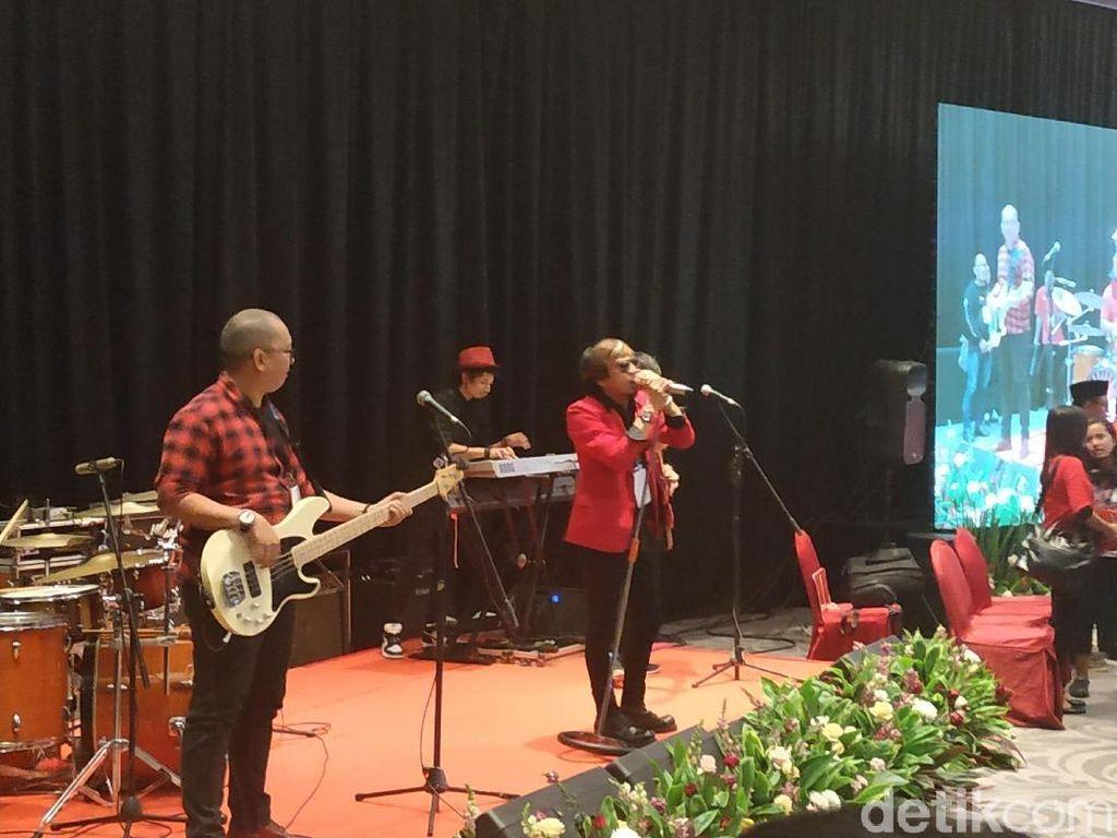 Ian Kasela Bawakan Lagu Radja di Acara PDIP