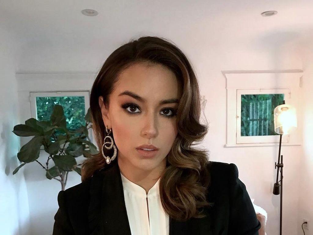 Potret Chloe Bennet, Pacar YouTuber Rusuh Logan Paul