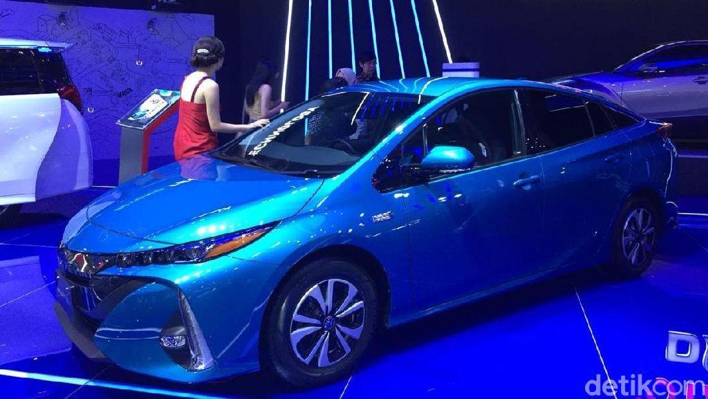 Dibanderol Rp 800 Jutaan, Toyota Mulai Jual Prius PHEV di RI