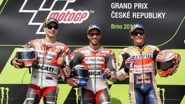 Marc Marquez (kanan) disaingi dua pebalap Ducati pada MotoGP 2018.