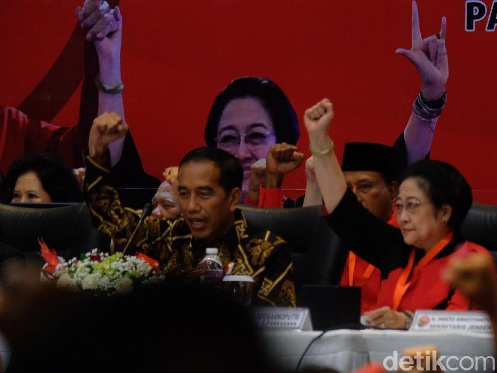 Senyum Jokowi saat Kapitra Diperkenalkan Jadi Bacaleg PDIP