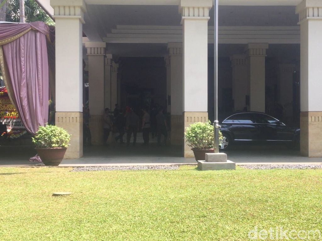 Jokowi Hadiri Pernikahan Anak Menpar di Hotel Dhamawangsa