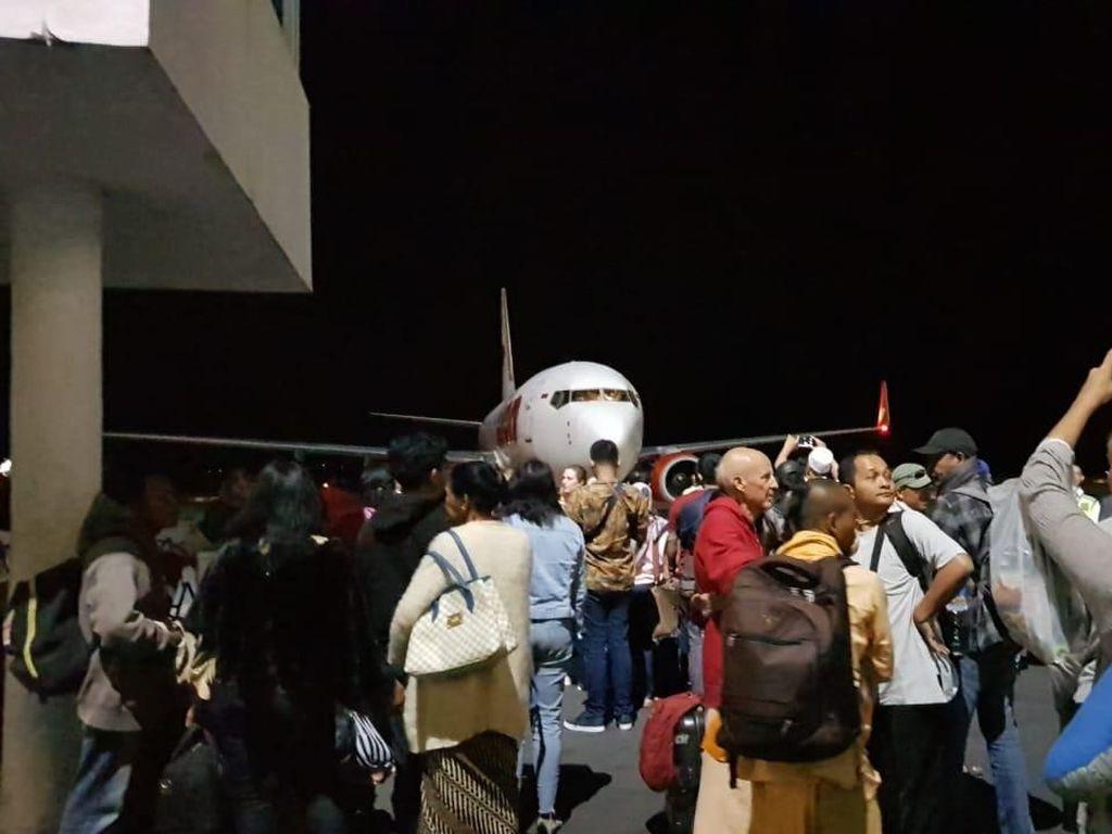 Foto: Kondisi di Bandara Lombok Setelah Gempa 7 SR