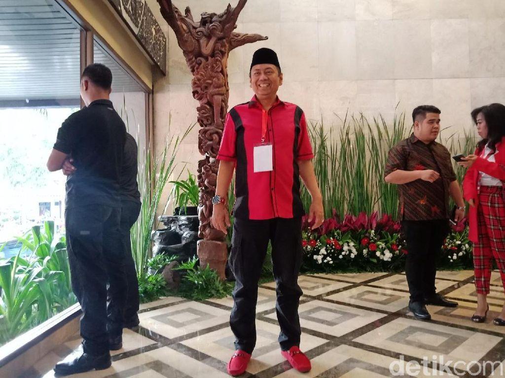 Gaya Merah-merah Caleg PDIP: Kapitra, Johan Budi hingga Angel Karamoy