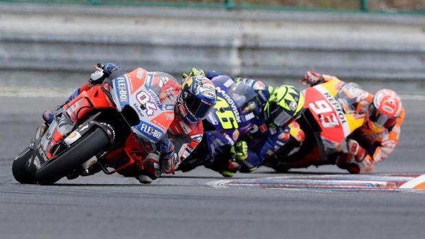 Valentino Rossi masih kompetitif di MotoGP hingga kini.