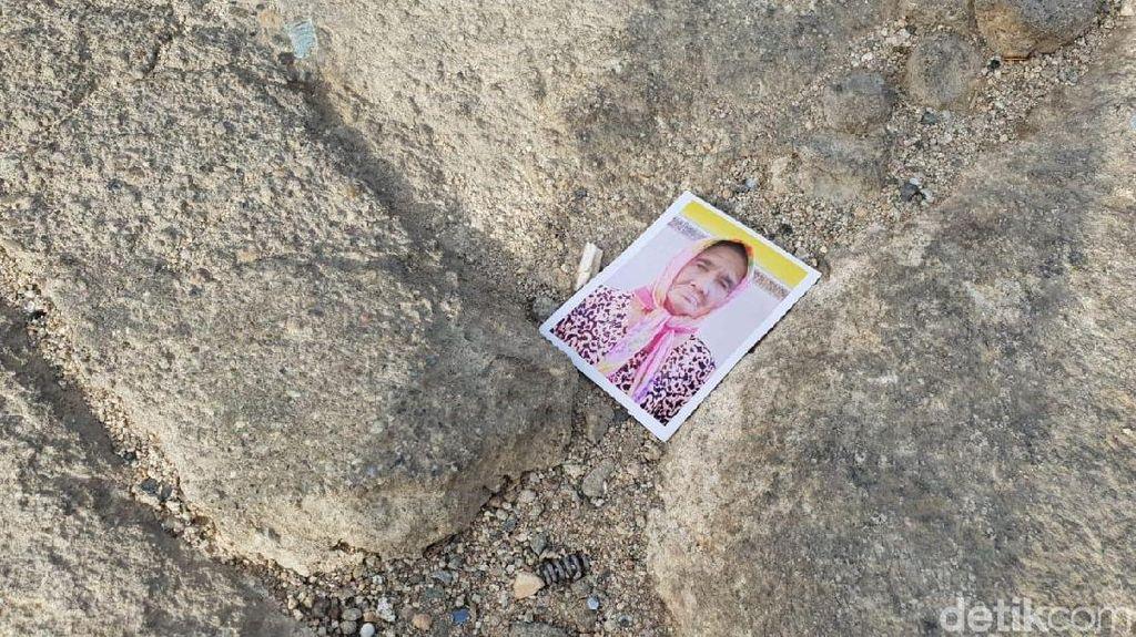 Penampakan Foto-foto Bertebaran di Jabal Rahmah