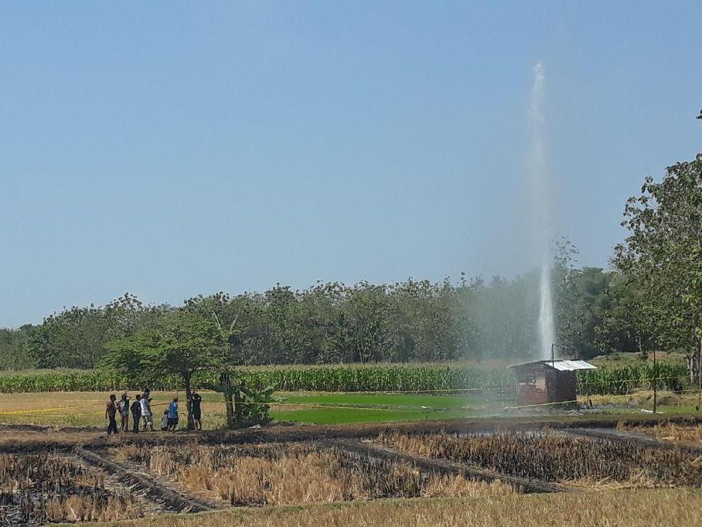 Air Disertai Lumpur Menyembur Setinggi 30 Meter di Ngawi