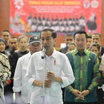 Jokowi Akan Tanggalkan Kemeja Kotak-Kotak di Pilpres 2019