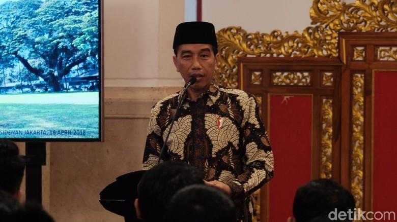 Jokowi Teken Aturan untuk Angkat Tenaga Honorer Kaprikornus ASN