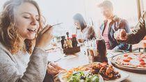 Jam Makan Malam Ternyata Berpengaruh pada Risiko Kanker