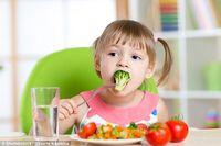5 Cara Mengatasi Anak Susah Makan Sayur Berkuah
