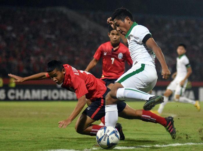 Indonesia saat mengalahkan Kamboja di Piala AFF U-16 2018. (Foto: M Risyal Hidayat/Antara)