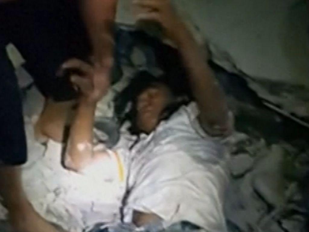Detik-detik Evakuasi Pria Tertimpa Dinding di Gili Trawangan