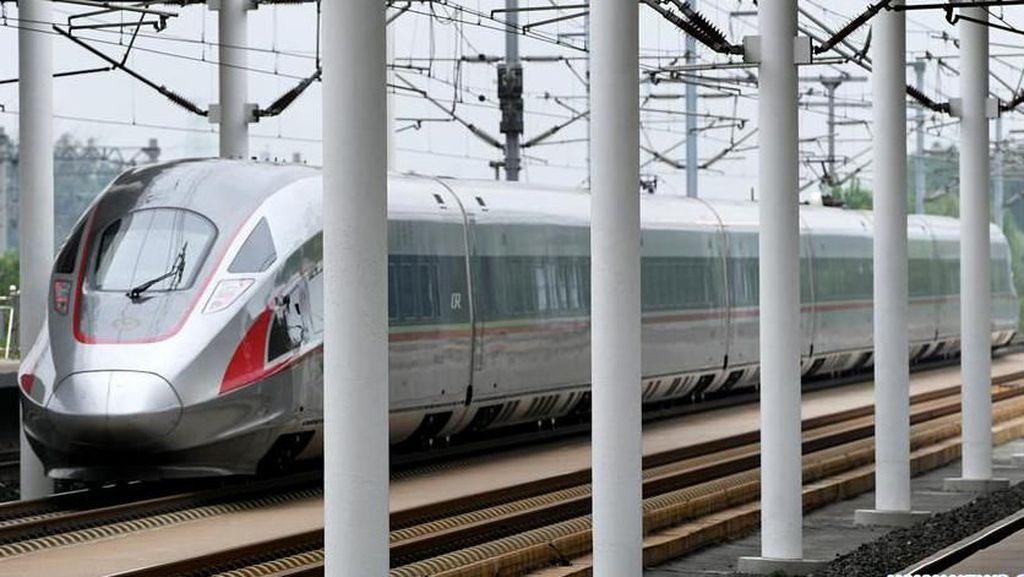 China Bangun 25.000 Km Jalur Kereta Cepat Dalam 10 Tahun